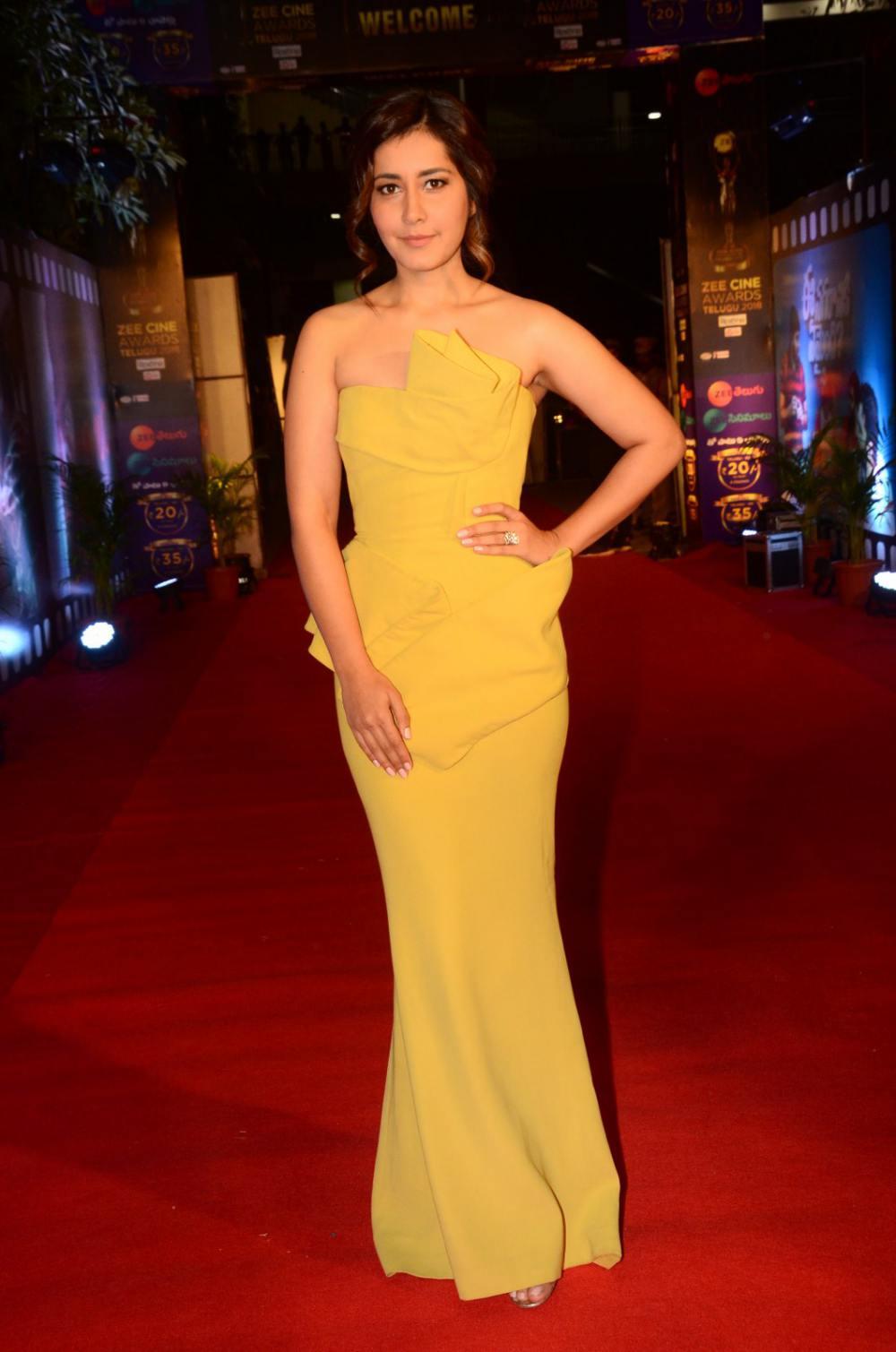 Rashi Khanna at Zee Awards 2019 (1)