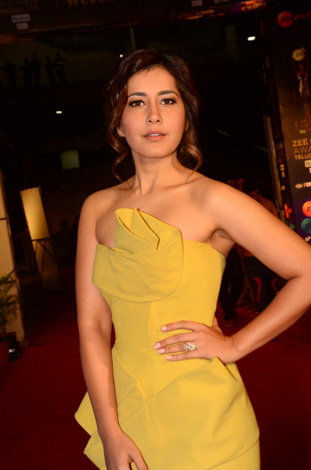 Rashi Khanna at Zee Awards 2019 (12)