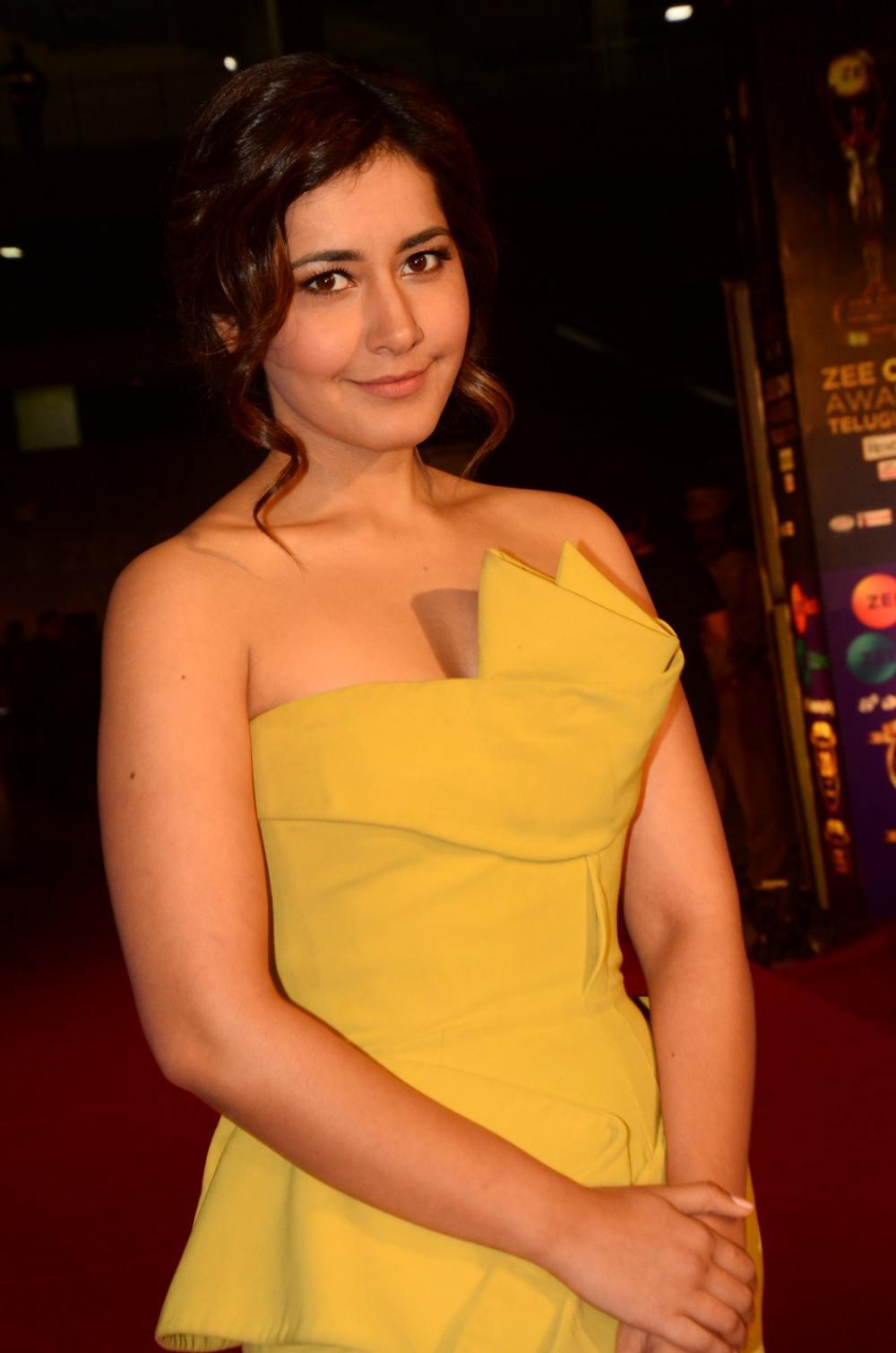 Rashi Khanna at Zee Awards 2019 (3)