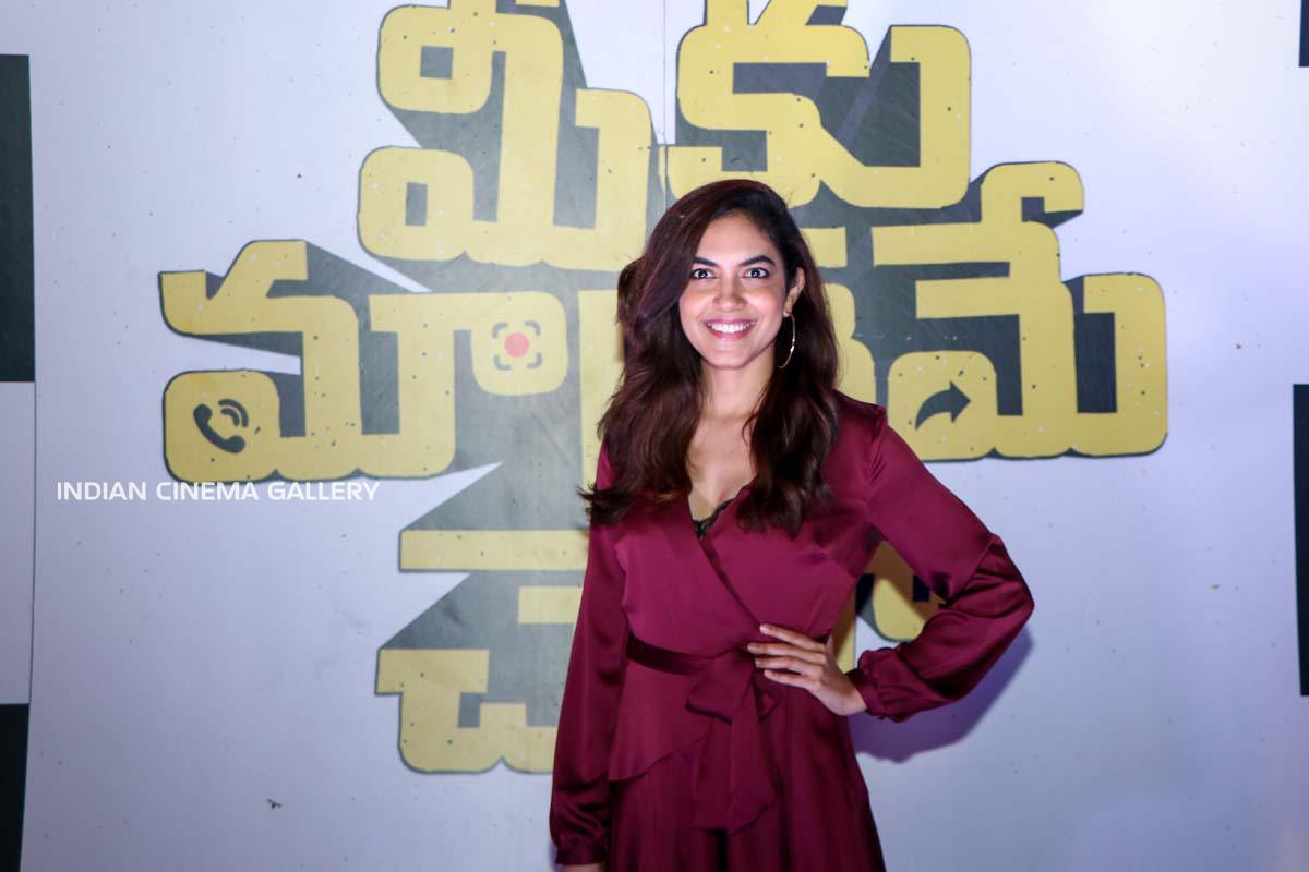 Ritu Varma at Meeku Maathrame Chepta Movie Team Party (4)