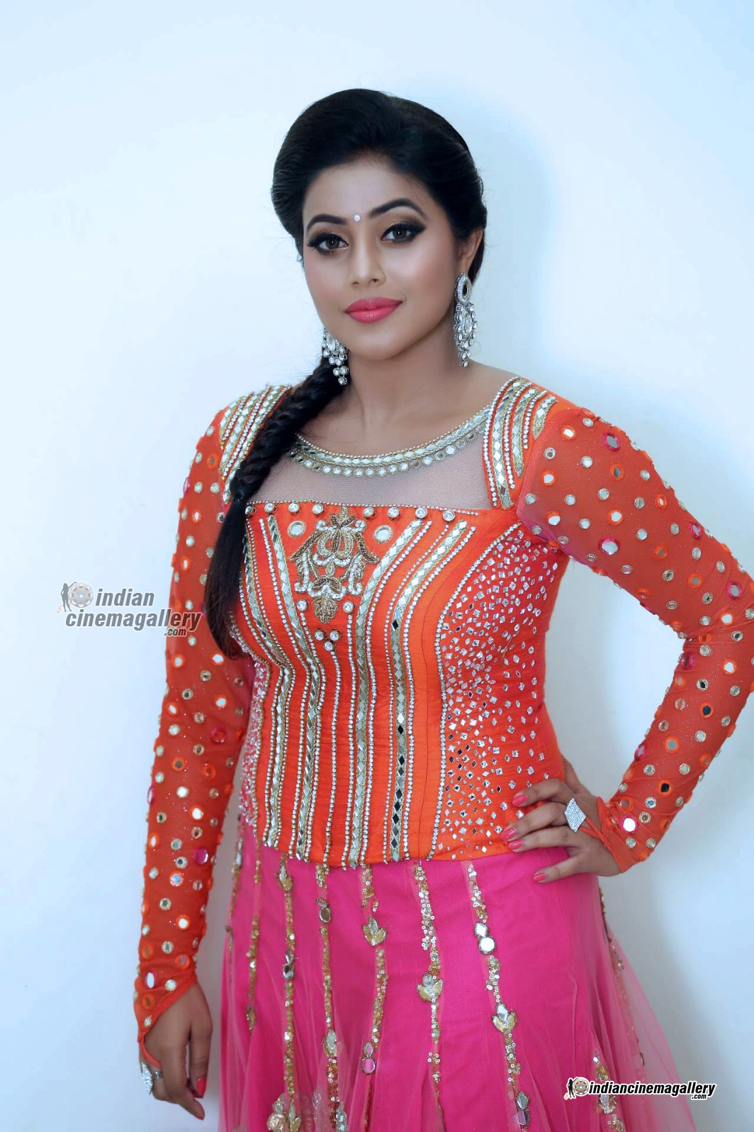 poorna-shamna-kasim-during-speedunnodu-audio-launch-16674
