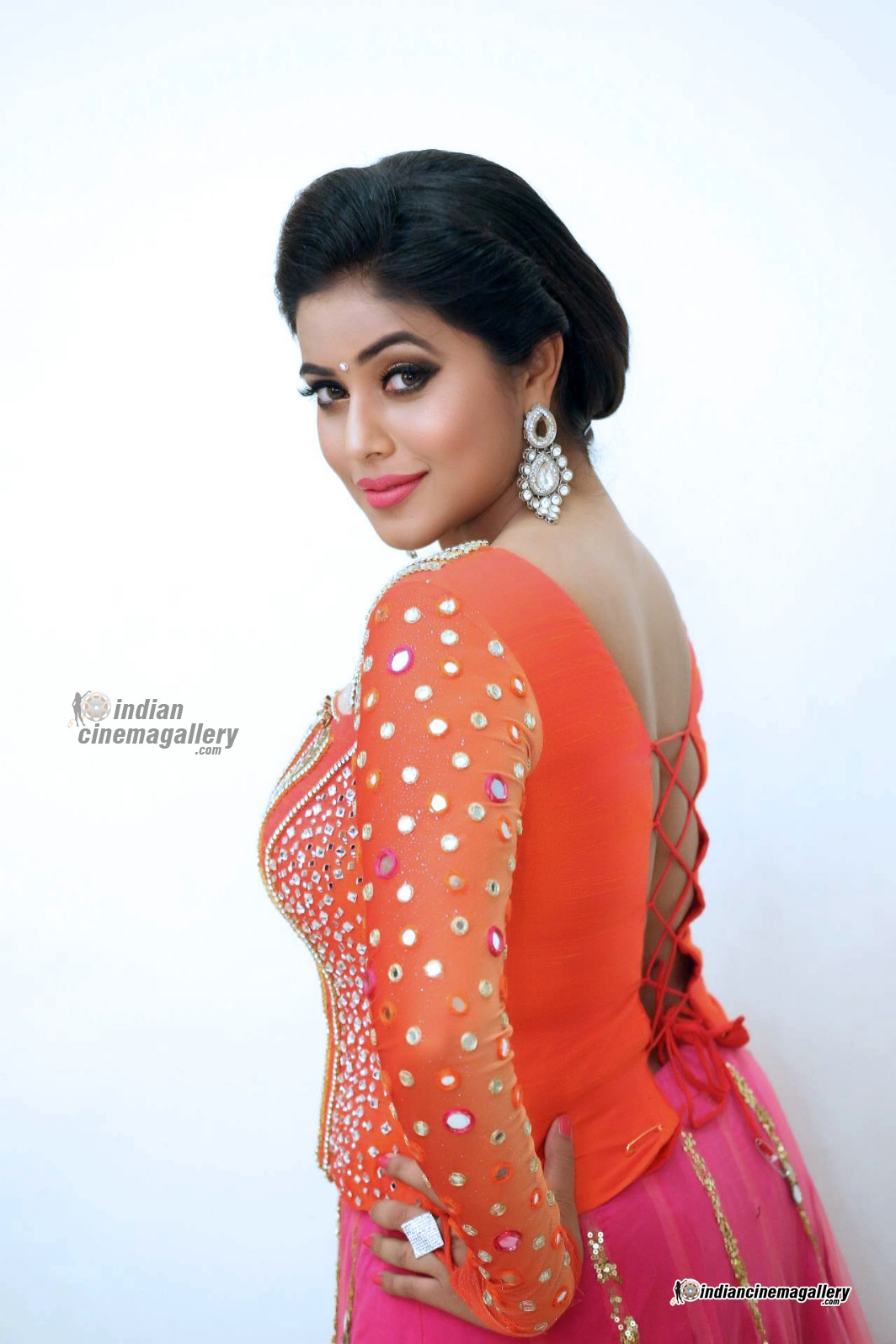 poorna-shamna-kasim-during-speedunnodu-audio-launch-224831