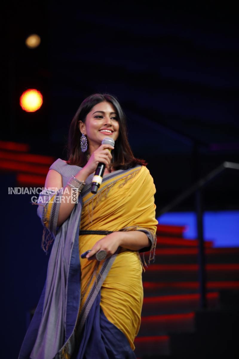 sneha at filmfare awards 2018 (1)