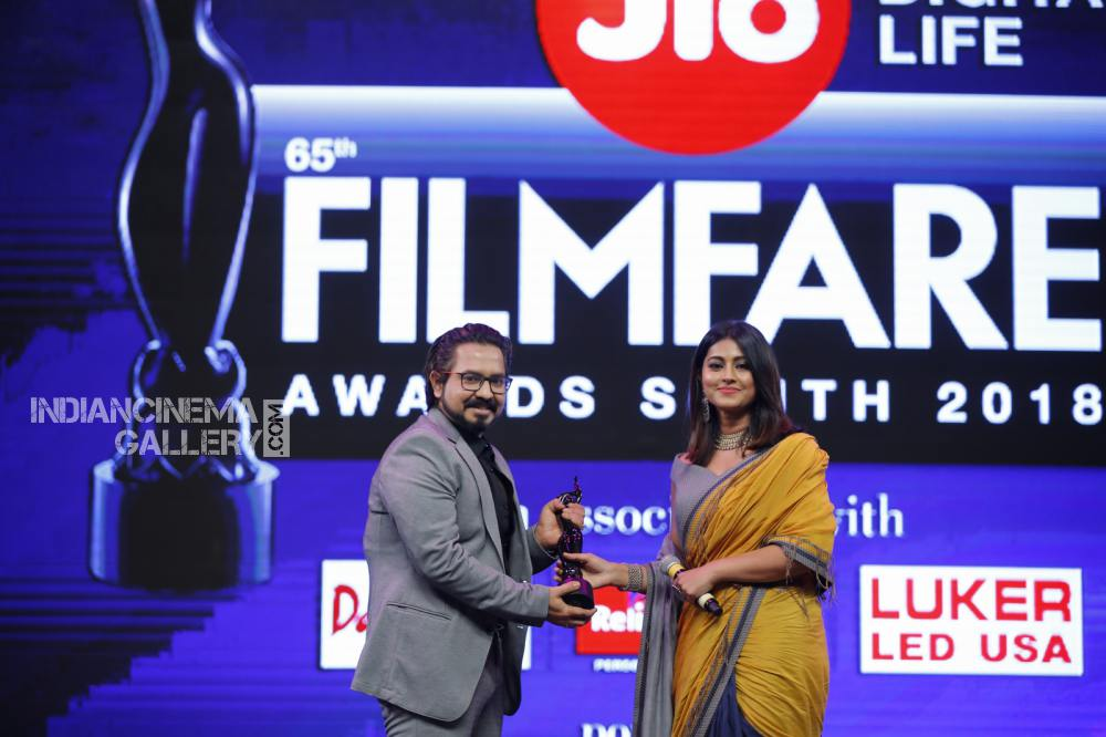 sneha at filmfare awards 2018 (3)