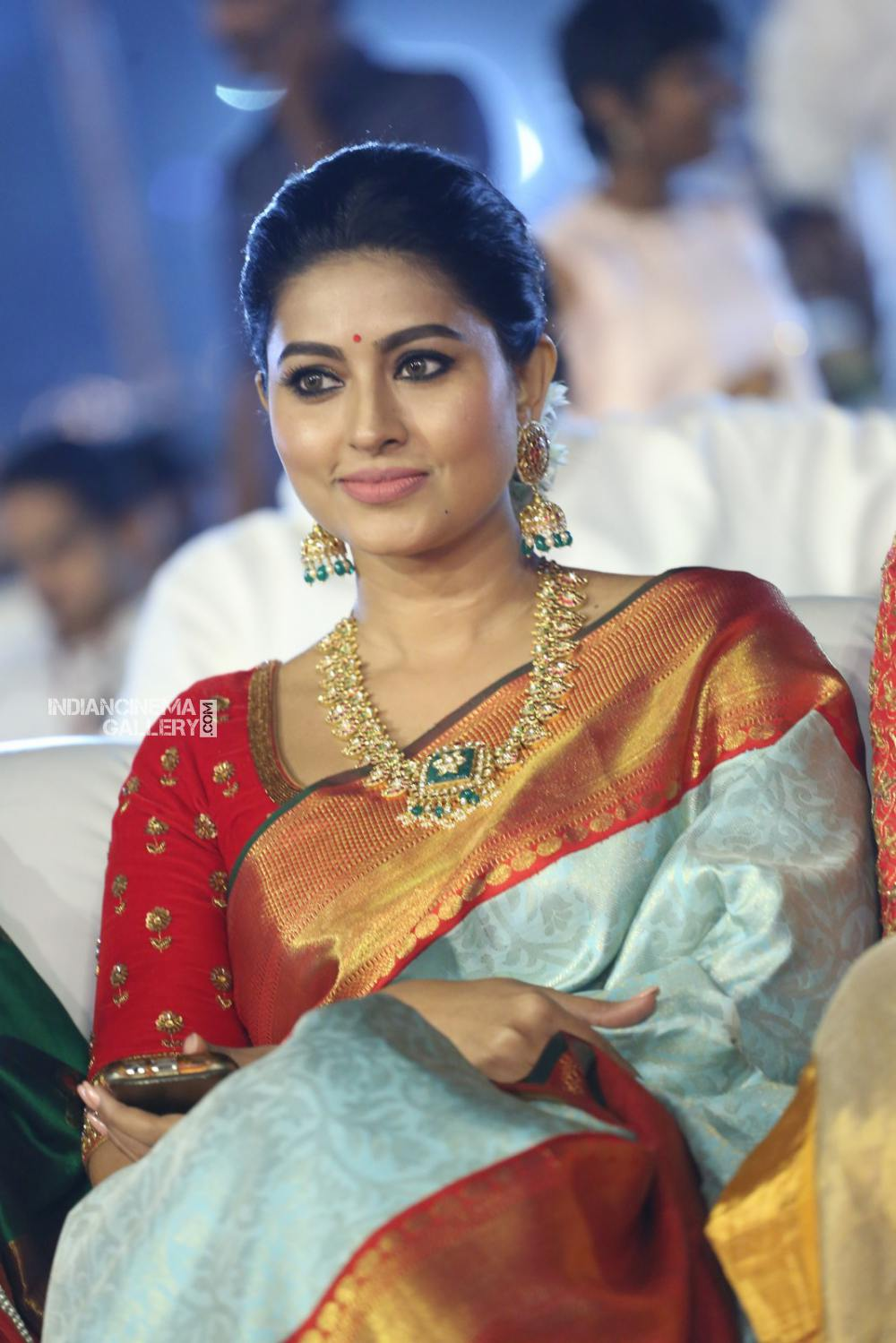 sneha at vinaya vidheya rama audio launch (10)