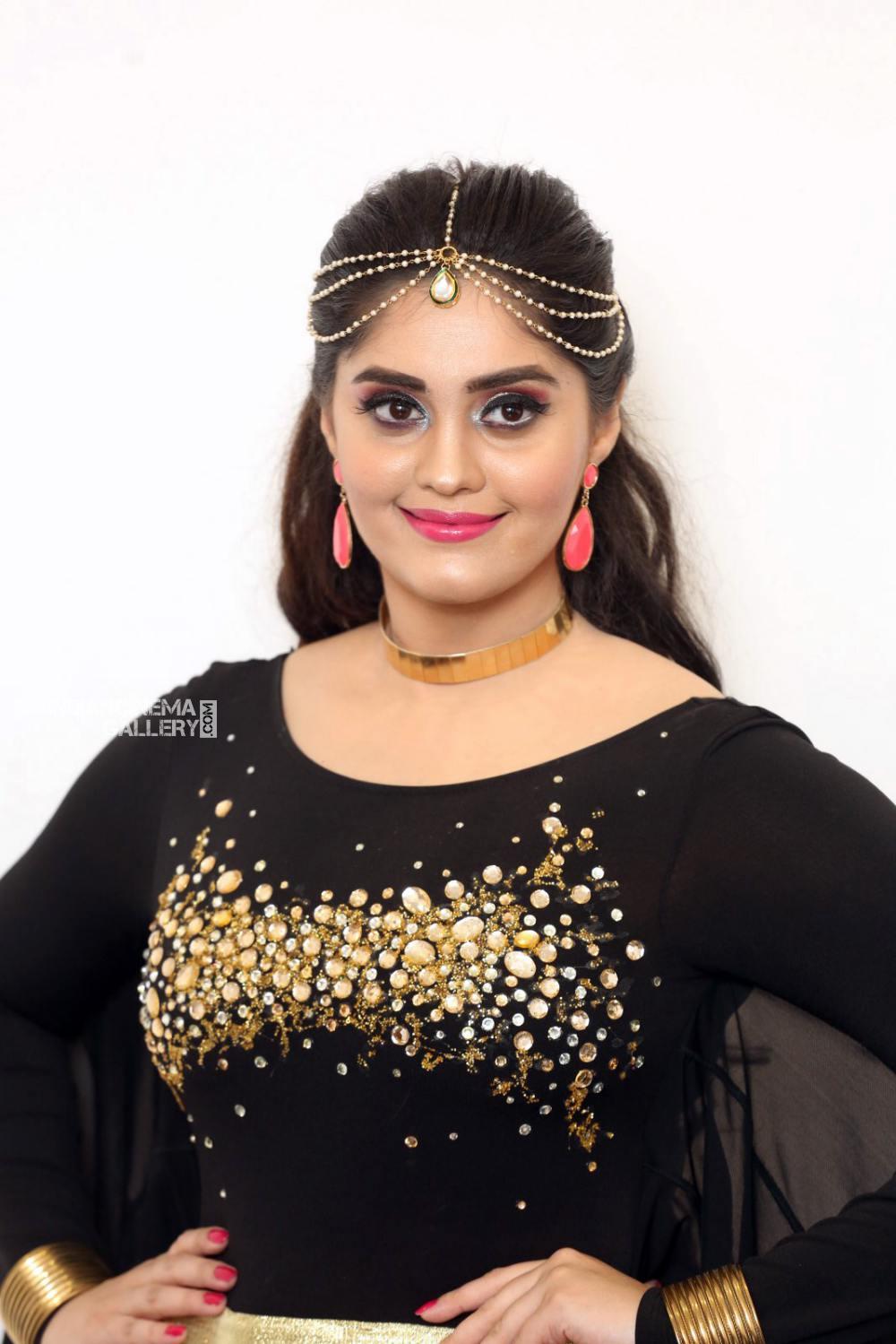 Surabhi at bang bang 2019 event (10)