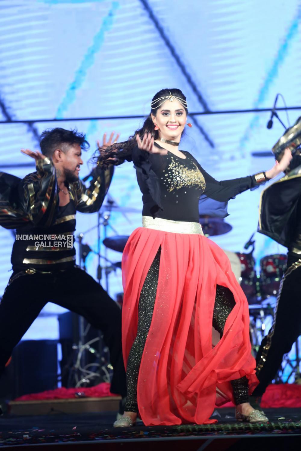 Surabhi at bang bang 2019 event (17)