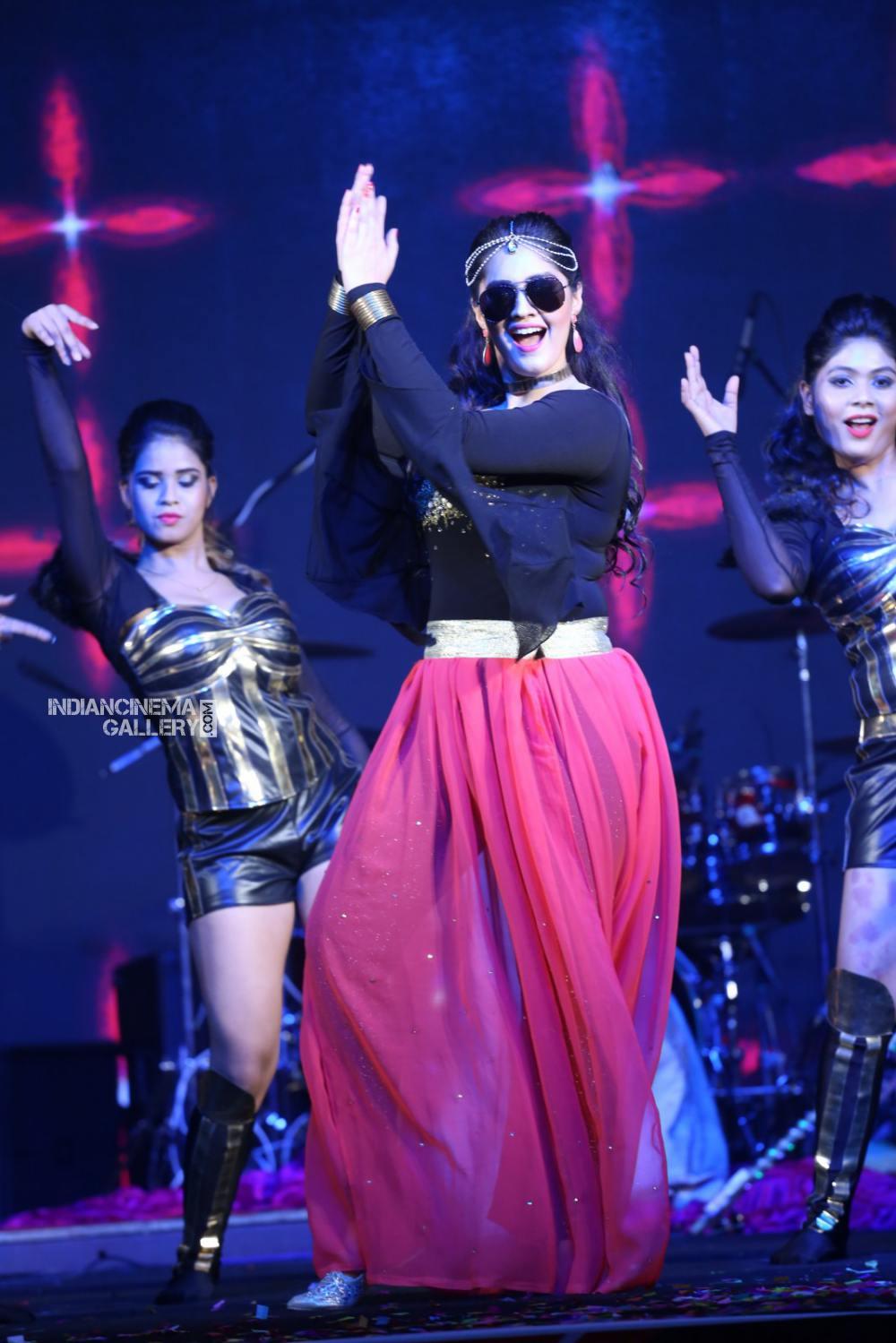 Surabhi at bang bang 2019 event (19)