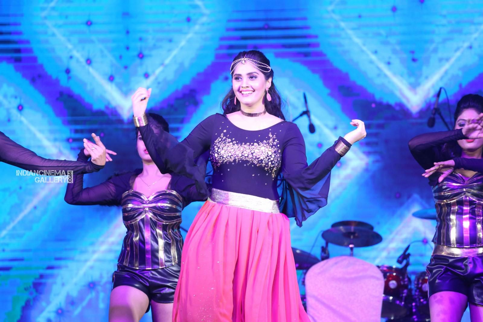 Surabhi at bang bang 2019 event (21)
