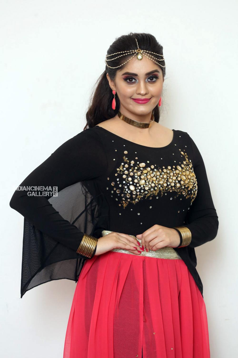 Surabhi at bang bang 2019 event (3)