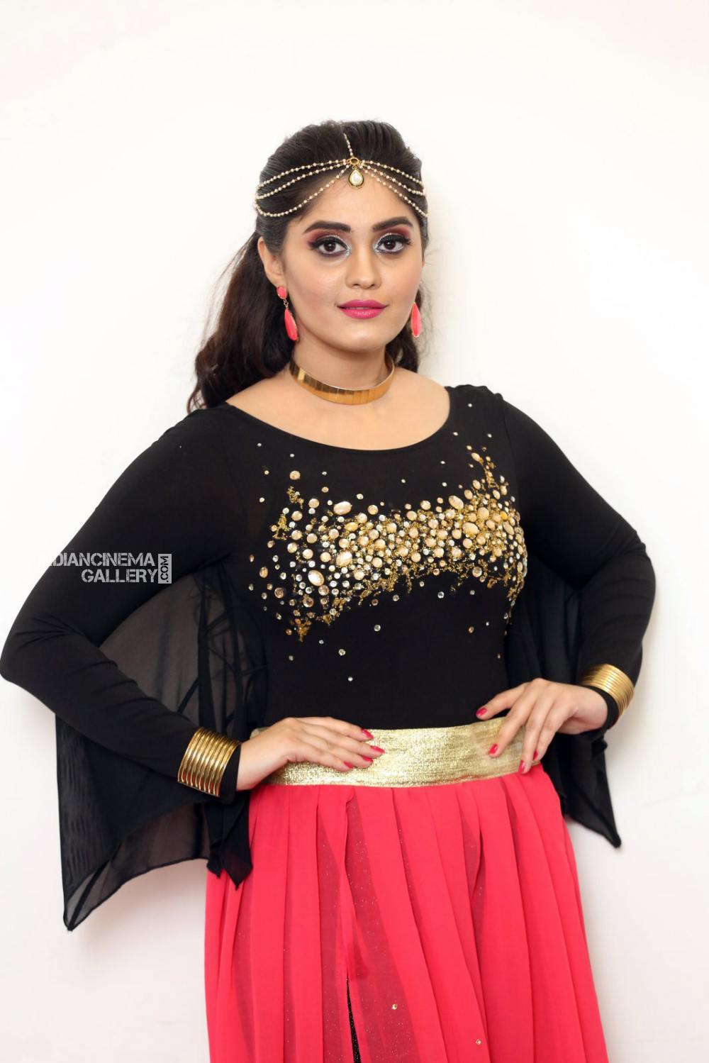 Surabhi at bang bang 2019 event (7)