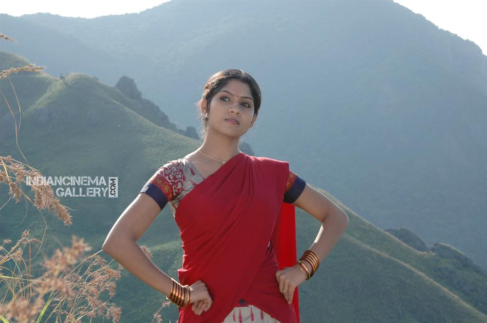 Swasika in Evanum Buthanillai Movie (3)