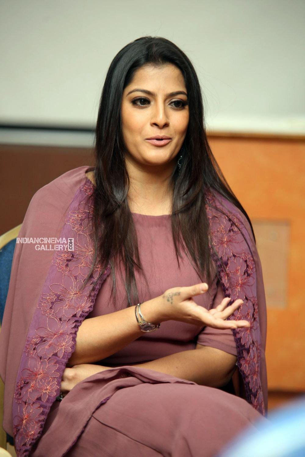 Varalakshmi sarathkumar during interview stills (14)