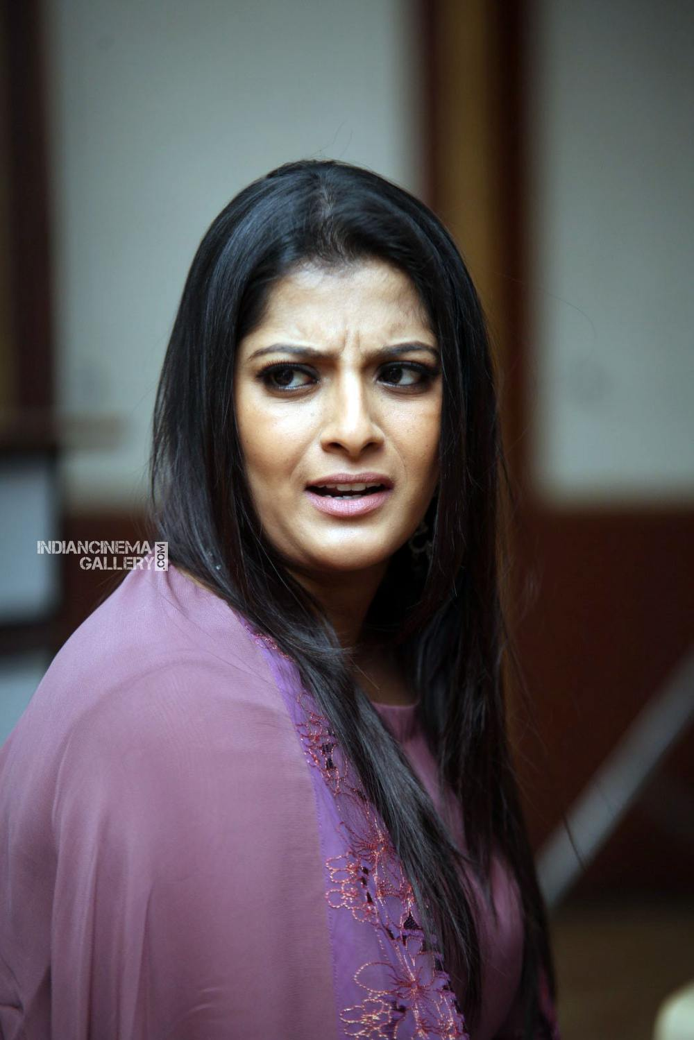 Varalakshmi sarathkumar during interview stills (15)