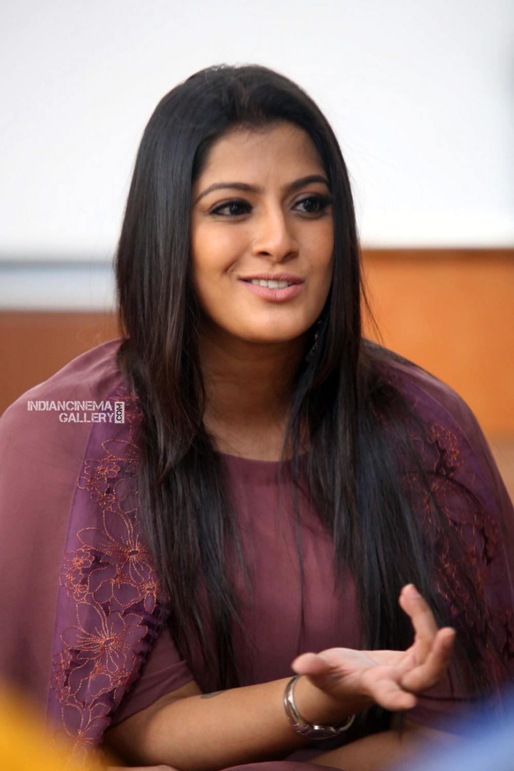 Varalakshmi sarathkumar during interview stills (18)