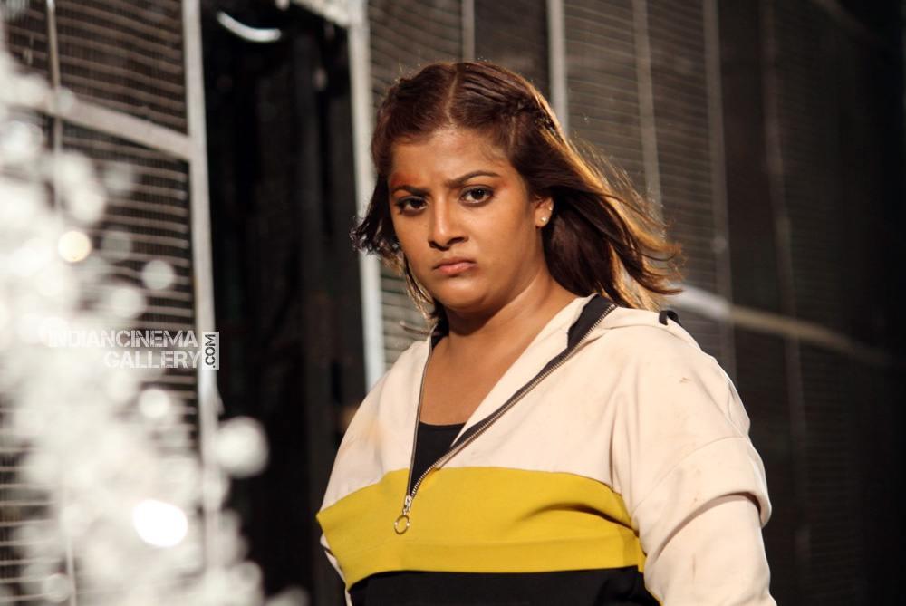 Varalaxmi Sarathkumar in Kannitheevu Movie (1)