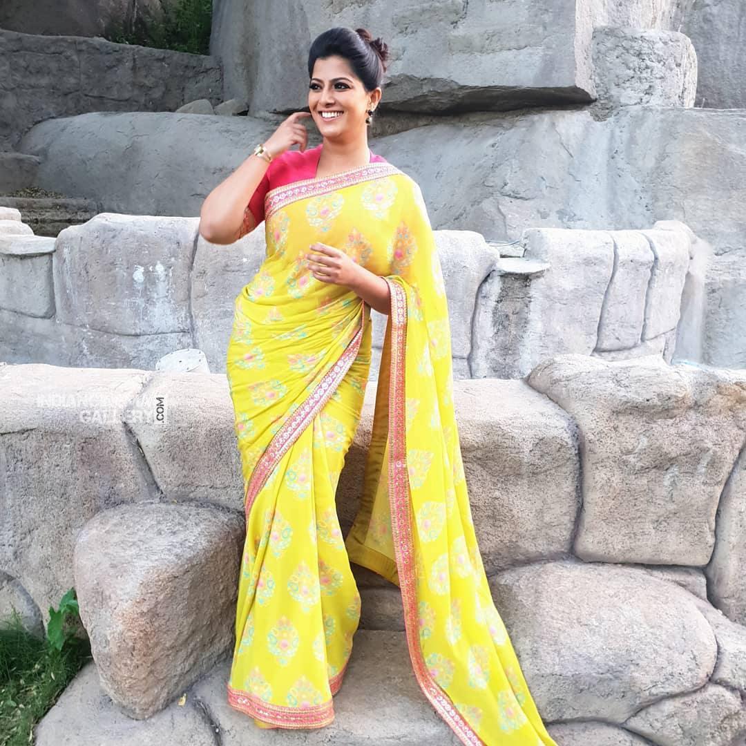 Varalaxmi Sarathkumar new pics (3)