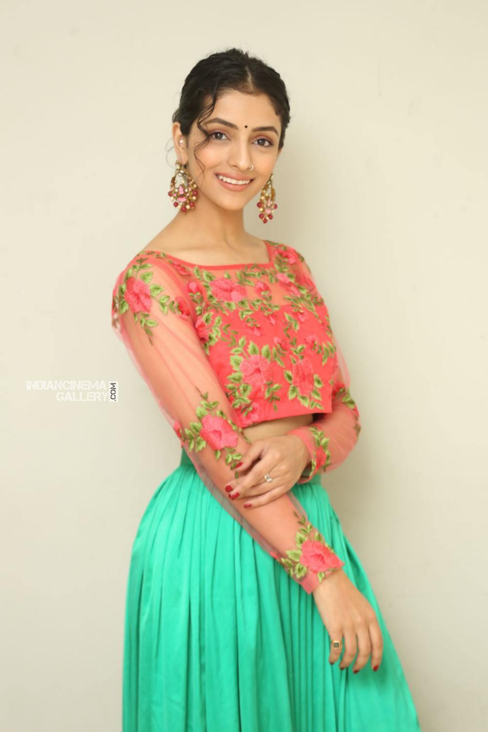 Diksha Sharma Raina new stills (3)