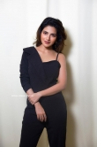 Iswarya Menon in black dress photos (2)