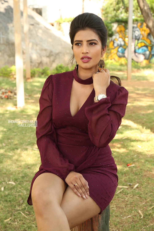 Actress Karishma Kaul Stills (11)