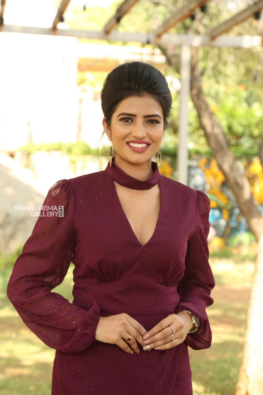 Actress Karishma Kaul Stills (19)