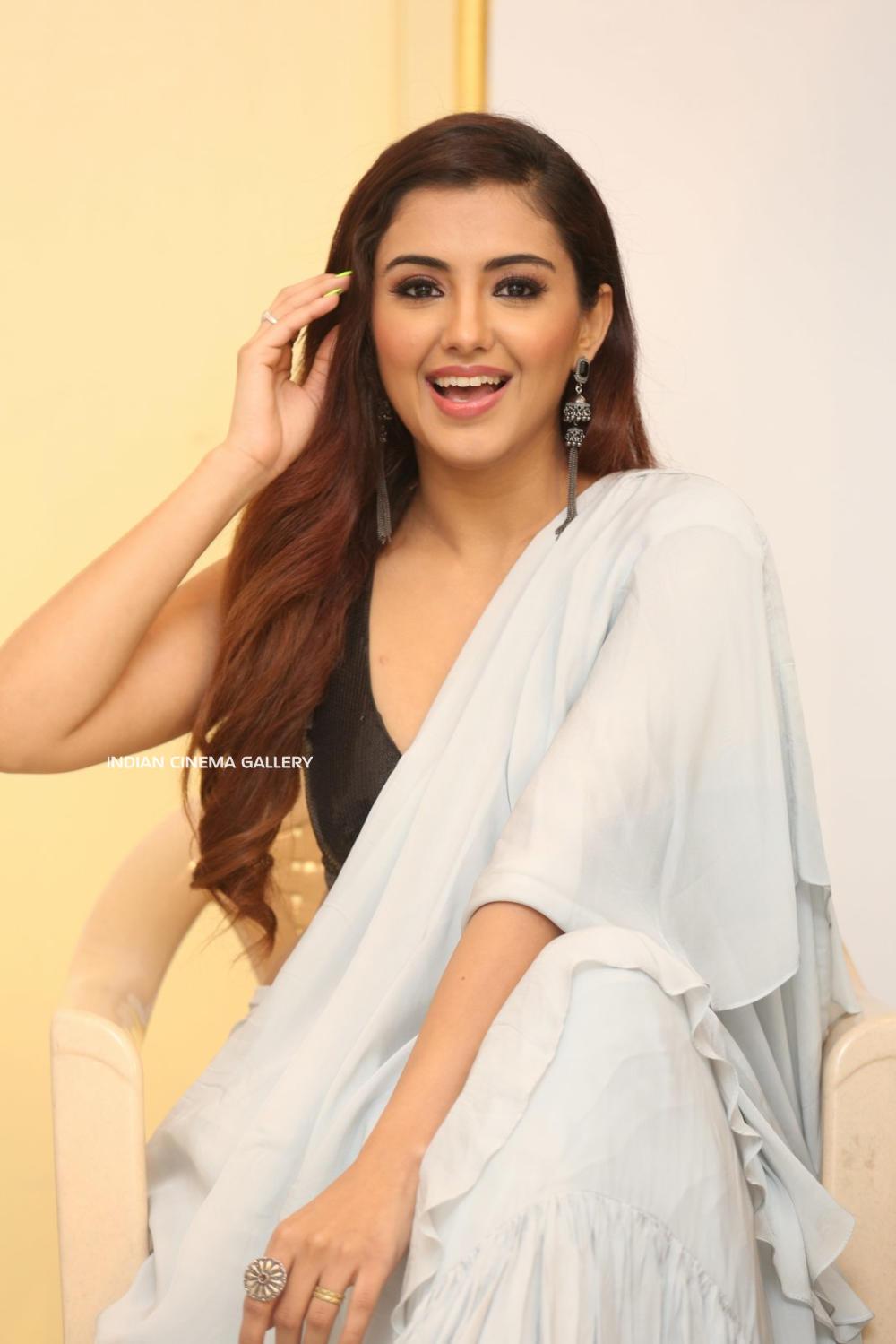 Malavika Sharma Q9 Fashion Studio Launch (17)