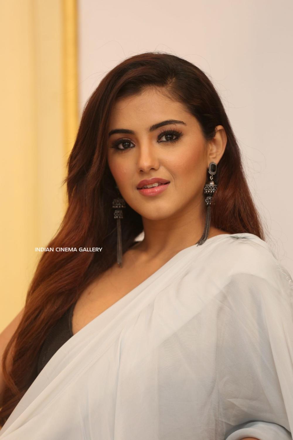 Malavika Sharma Q9 Fashion Studio Launch (19)