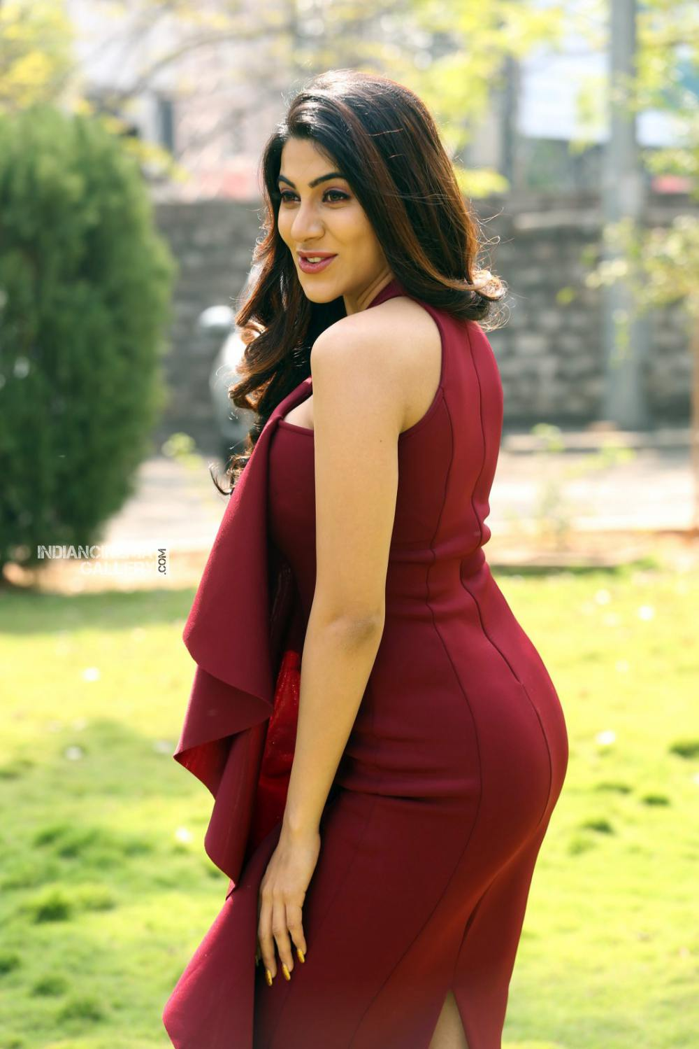 Actress Nikki Tamboli Stills (14)
