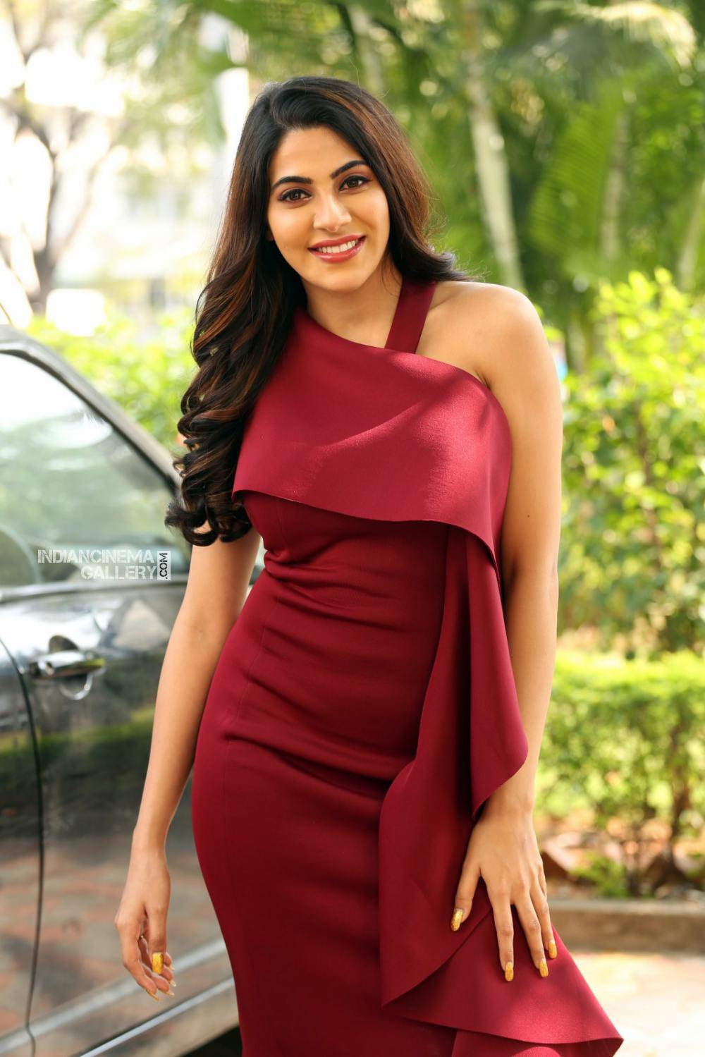 Actress Nikki Tamboli Stills (29)