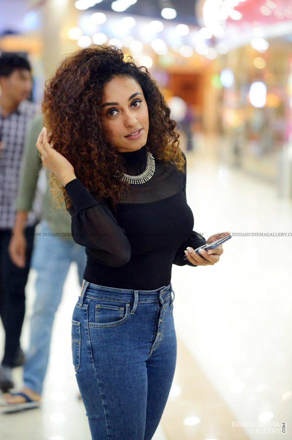 Pearle Maaney at WHO movie preview show (13)