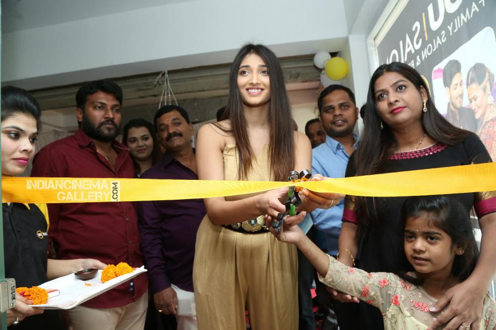 priya vadlamani at be you salon launch (5)