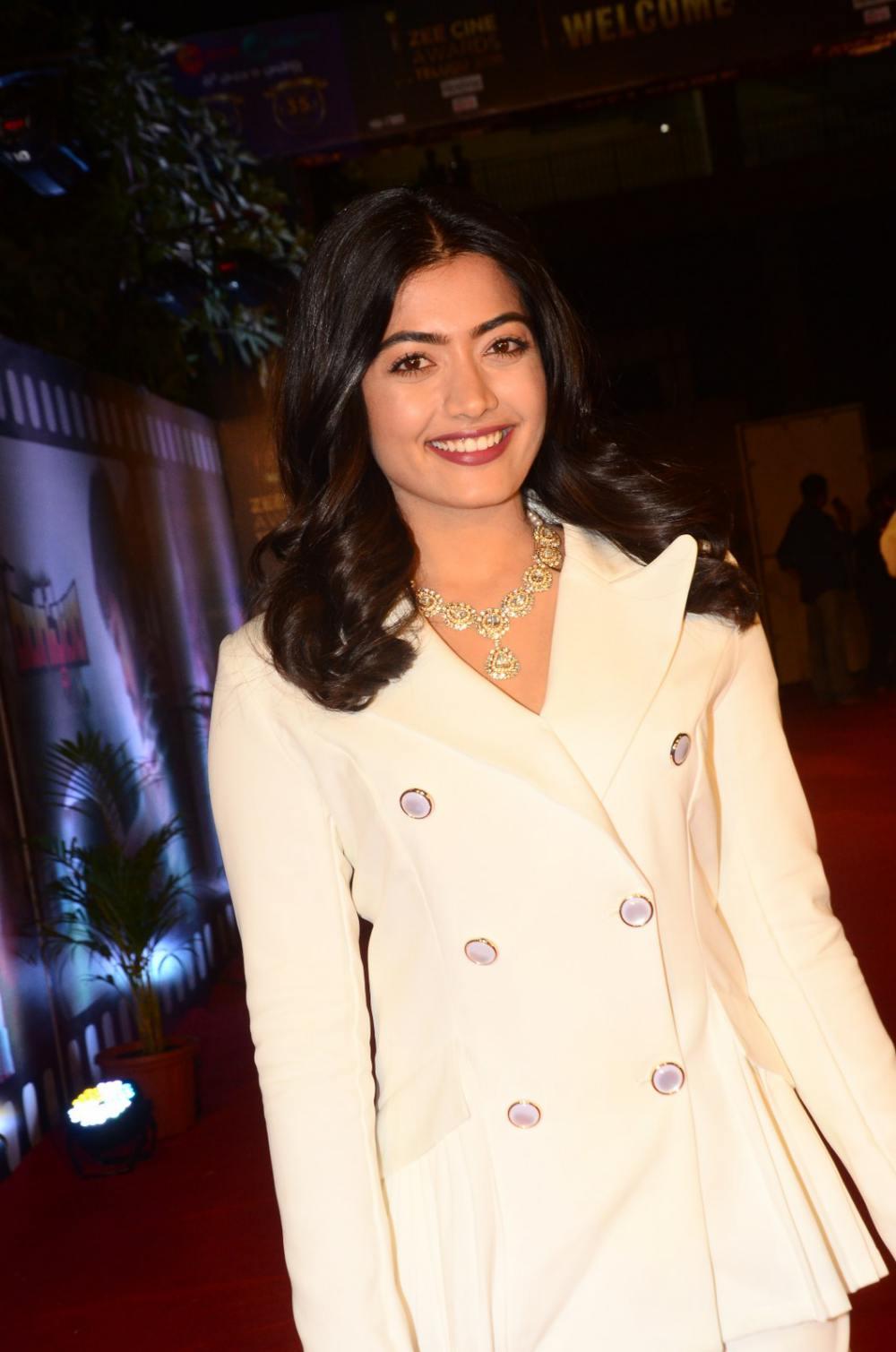 Rashmika Mandanna at zee awards 2019 (2)