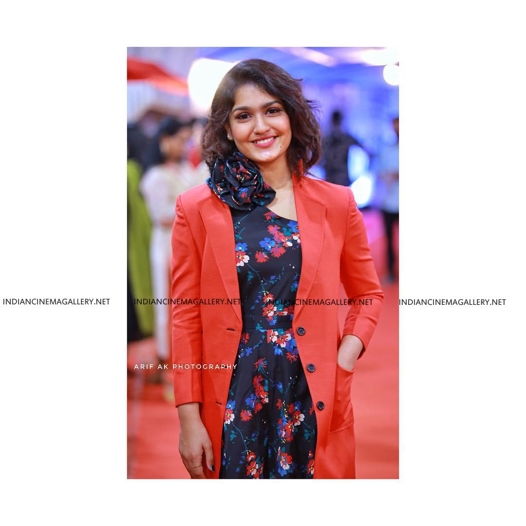 Saniya Iyappan at Asianet film awards 2019 (1)
