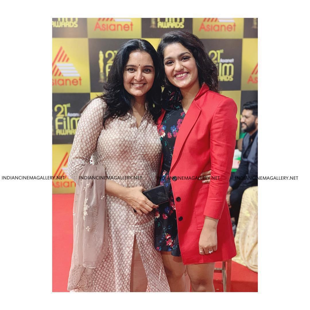 Saniya Iyappan at Asianet film awards 2019 (4)