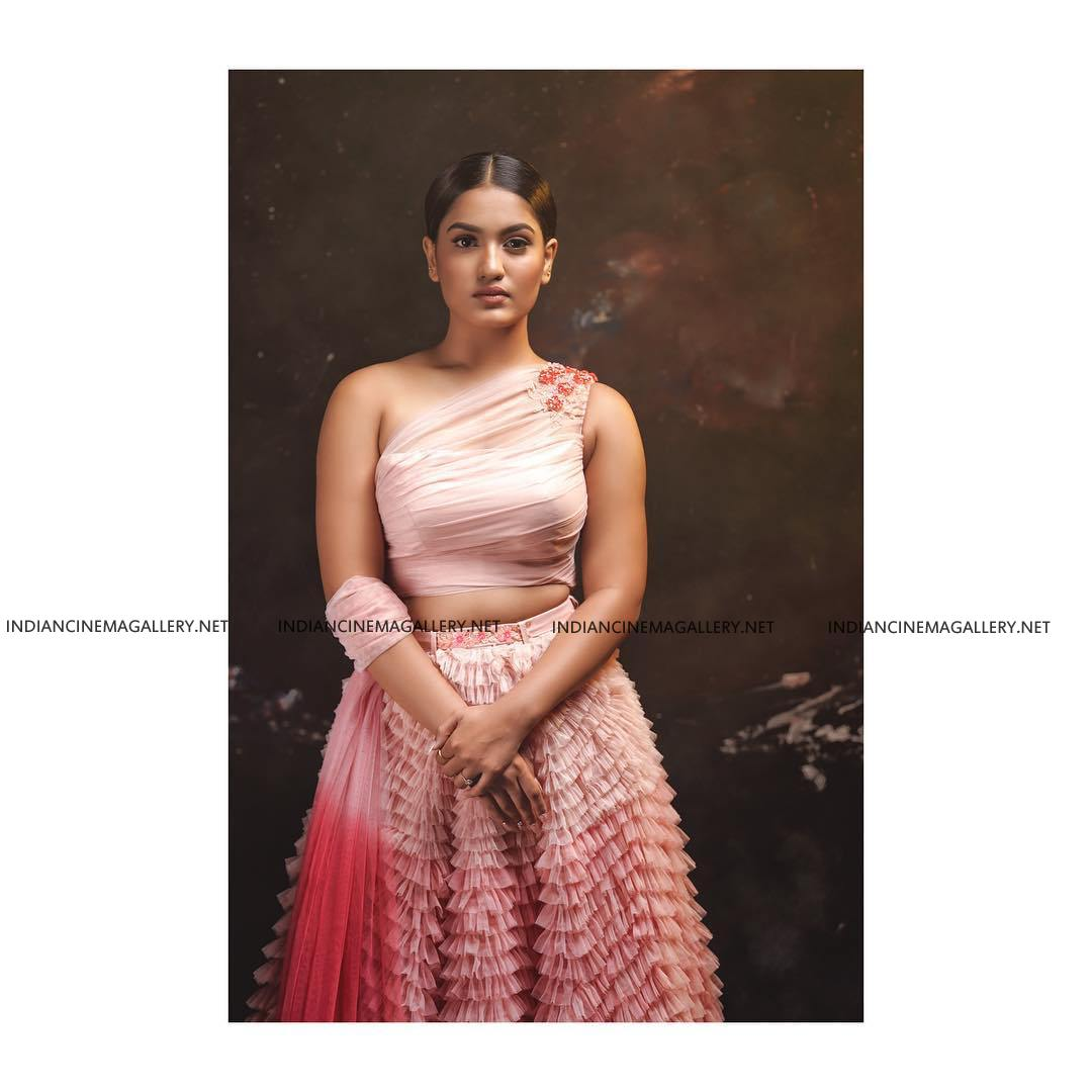 Saniya Iyappan at vanitha film awards 2019 (4)