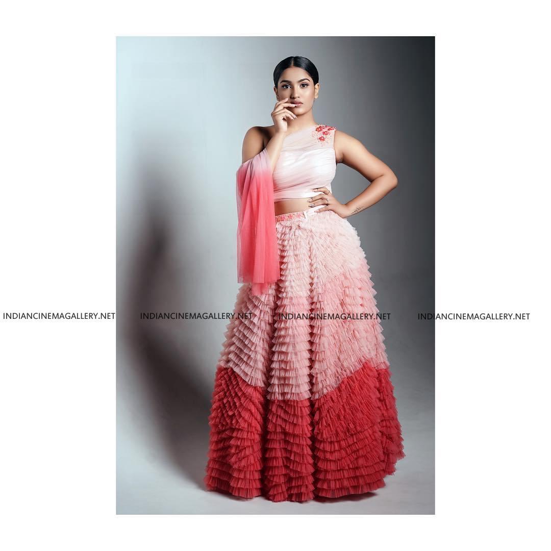 Saniya Iyappan at vanitha film awards 2019 (7)