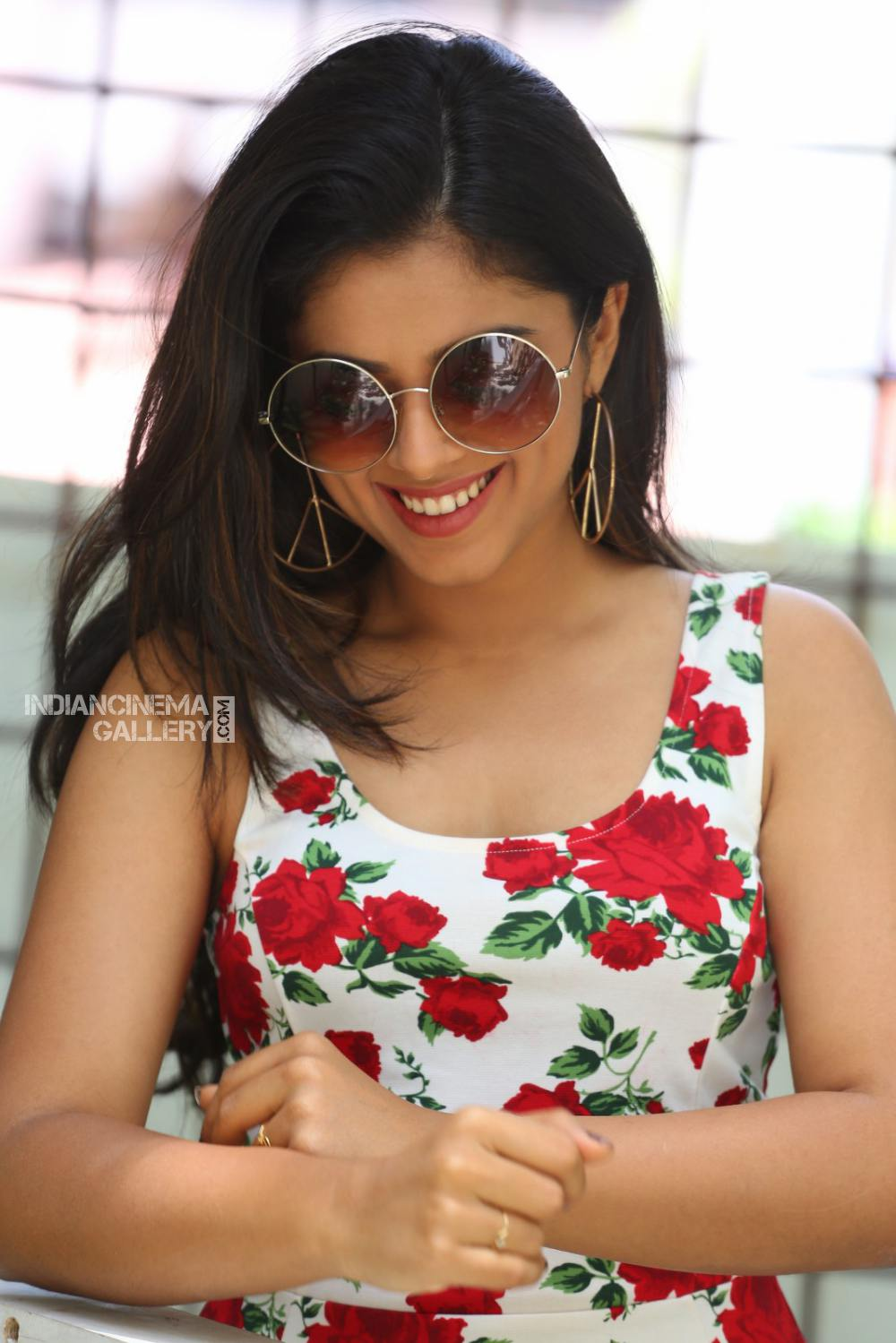 Siddhi Idnani still during her interview (24)