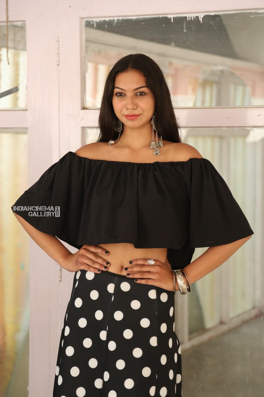 Actress Simran Saniya Stills (1)