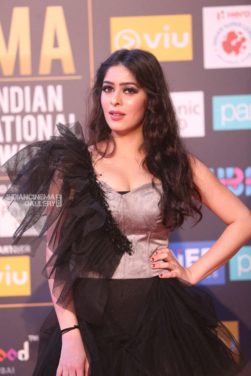 Garima Jain at SIIMA awards 2018 3